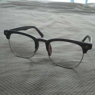 Eyeglasses with free pouch and wiper