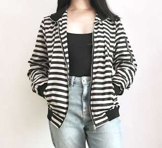 ABERCROMBIE & FITCH B&W STRIPED BOMBER JACKET