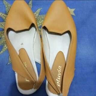Mustard flatshoes