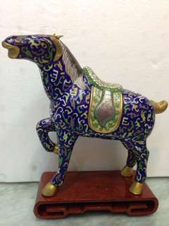 景泰蓝䯃馬帶木座H25cm