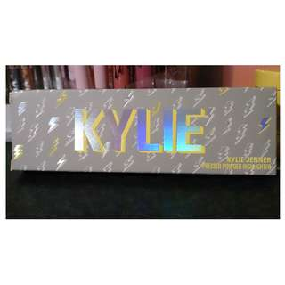 Kylie cosmetics - stormi collection highlighter palette
