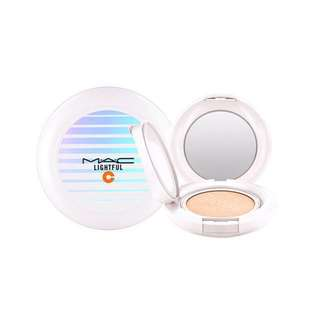 MAC LIGHTFUL C + CORAL GRASS QUICK FINISH COMPACT 瞬效亮白氣墊粉餅SPF50 / PA++++ (白邊經典款)