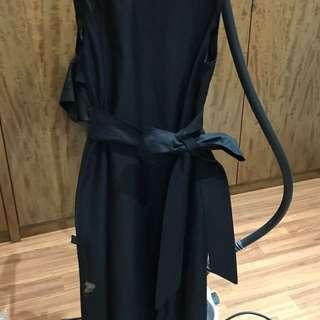 Simple black dress w/ bow