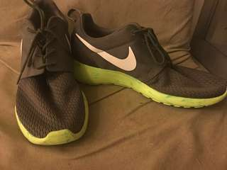 Genuine, authentic Nike Roshe Run Marble Pack Volt Olive Green