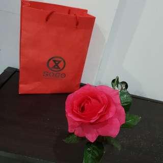 1tangkai bunga mawar imitasi