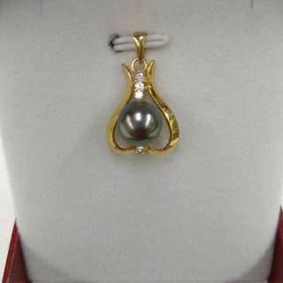 Tahiti Black Pearl Pendent with 14k Yellow Gold and Diamonds Mounting