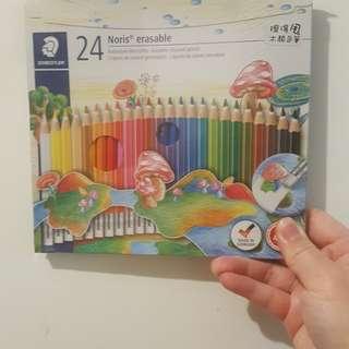 施德樓-24色擦得甩木顏色筆