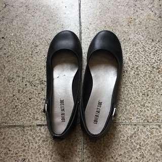 2-in-1 shoes: pang school at gala