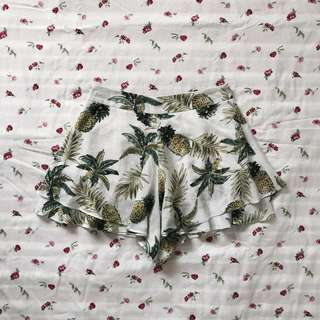 bnwot ttr the tinsel rack cassidy ruffle shorts in tropical white pineapples
