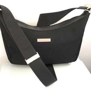 Gucci 黑色腰荳型孭袋
