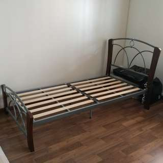 Cheap SOLID Single Metal & Wood  Bed Frame.