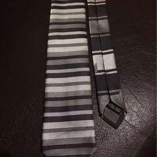 Preloved Salvatore Ferragamo necktie