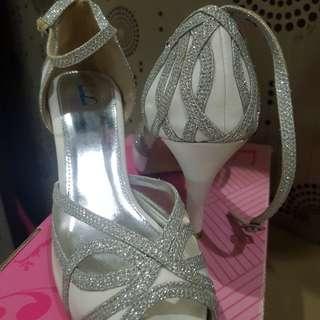 Sepatu farish
