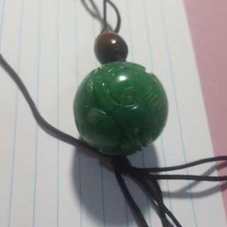 天然翡翠 玉吊咀一粒,水頭足夠翠綠, 非常搶眼,$1280。