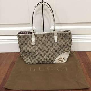 Gucci Classic Monogram