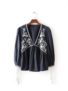 2018 retro national wind loose thin V-neck embroidery long-sleeved shirt jacket women