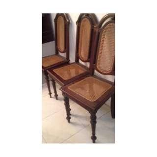 Kursi antik kayu