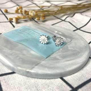 銀色小花耳環