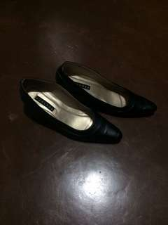 Formal pointed black shoes