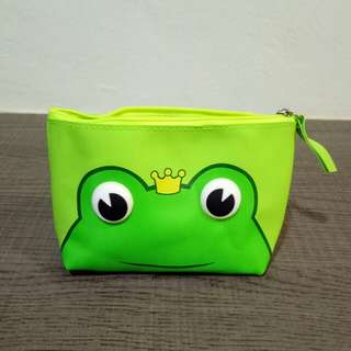 Cute frog pouch