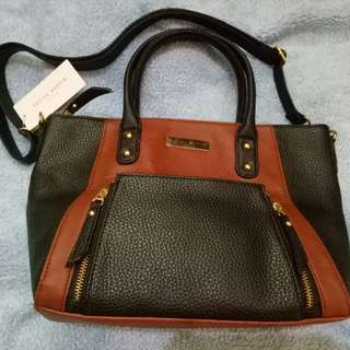 Tas shope martin brown