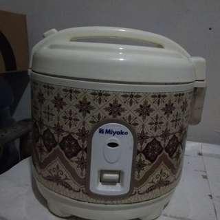 rice cooker ( tidak bisa menghangatkan )