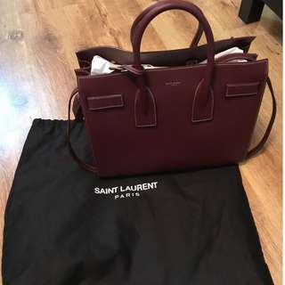 Saint Laurent burgundy Leather 'Baby Sac De Jour' in very good conditions. 100% authentic.