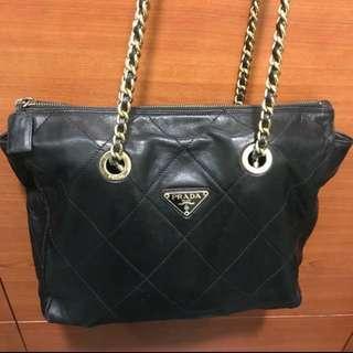 🈹💥🈹💥日本中古 名牌 Prada 金鍊 型格皮質地 斜揹側揹袋 Bag