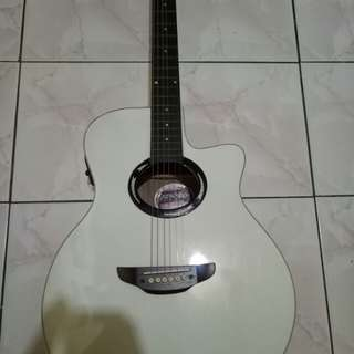 Gitar Yamaha APX500 White Bintage
