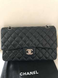 Chanel classic medium black New Lamb skin 25cm 羊皮 黑