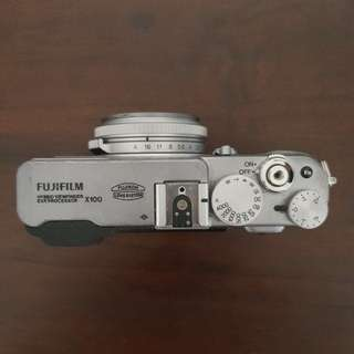 Fujifilm x100 mirrorless camera