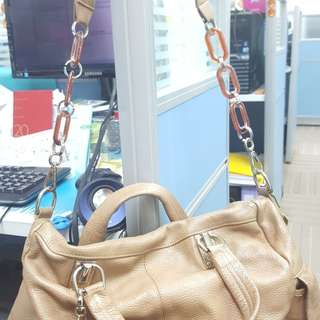 Used leather bag zip spoil, if some one can repair it can give this bag a new life. Green enviroment.