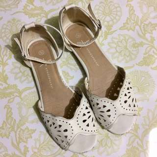 🎁Atmosphere White Sandals