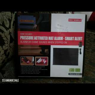 Pressure activated alarm mat