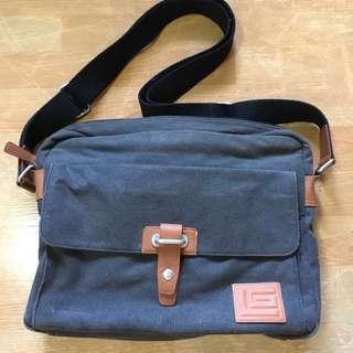 Guy Laroche Messenger Bag