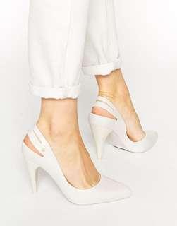 Melissa Classic Heel Beige Size 7