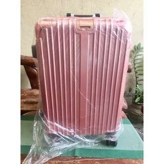 Rose Pink Medium size luggage