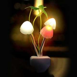 [PO] Novelty Mushroom Fungus Night Light Plug Light Sensor 220V 3 LED Colorful Mushroom Lamp Led Night Lights T0612 P0.4