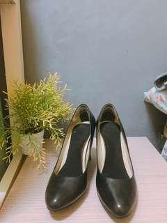 Preloved Shoes Ralph Lauren/Size 9B