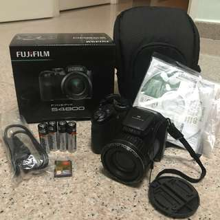 DSLR beginner Fujifilm finepix s4800