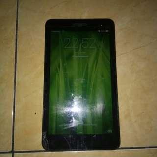Tablet Huawei T1-7. layar 7inchi. kamera depan 2mp. kamera blkg 2mp Mesin bagus. defect layar retak. lainnya berfungsi normal dan lancar jaya