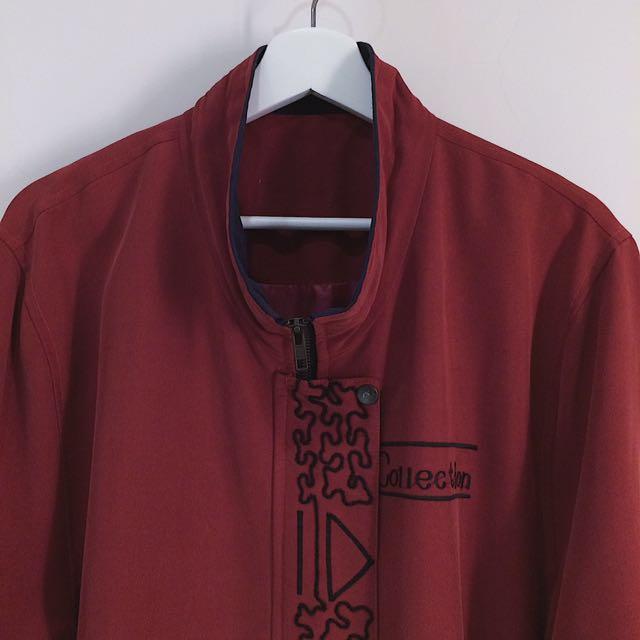 保留__✼深紅色立領風衣✼ 深藍拚色 刺繡 小馬銅釦 腰間抽繩 中長款拉鍊外套 日本古着Vintage