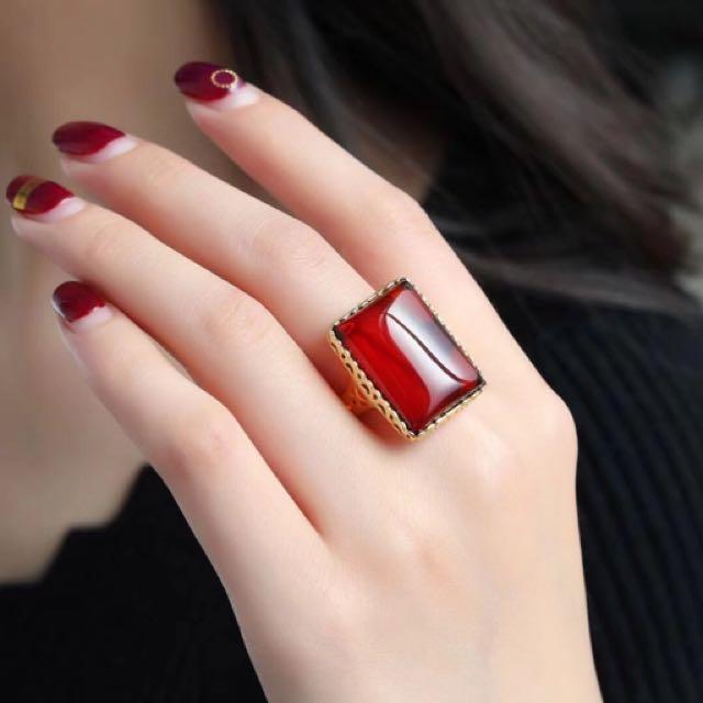 天然血珀方戒 醉人的紅,優雅動人,特有女人魅力 戒指尺寸約23*17mm 此款屬於客製化商品