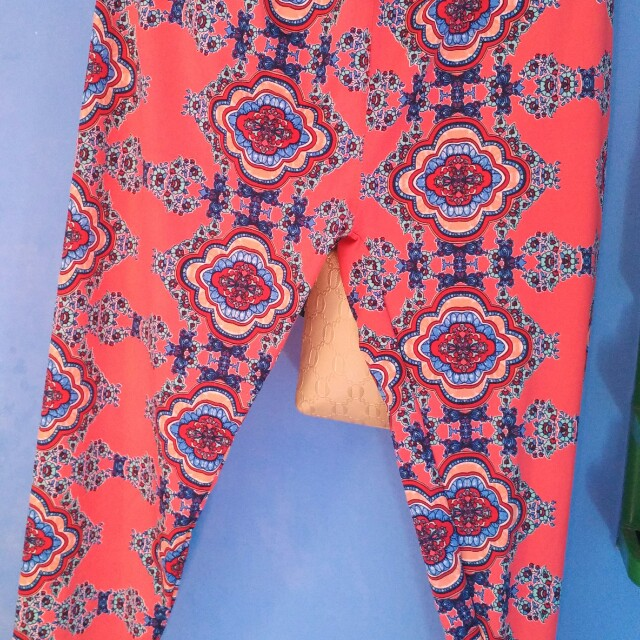 Celana Legging Batik Women S Fashion Women S Clothes Bottoms On Carousell