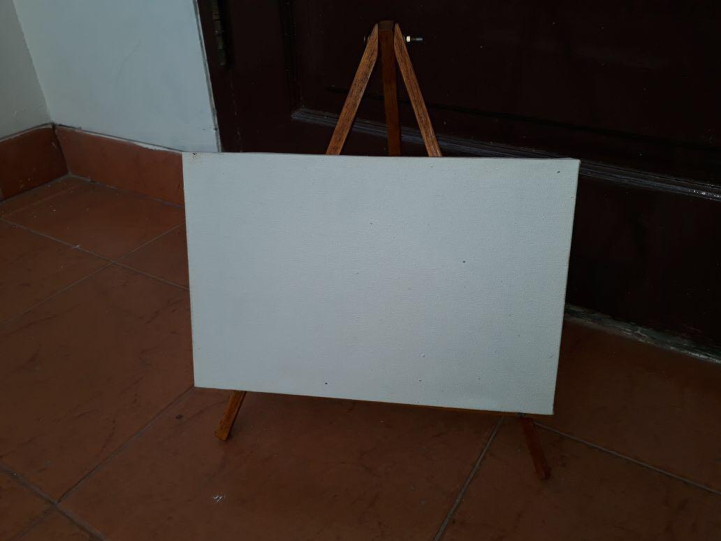 Easel dan papan canvas lukis