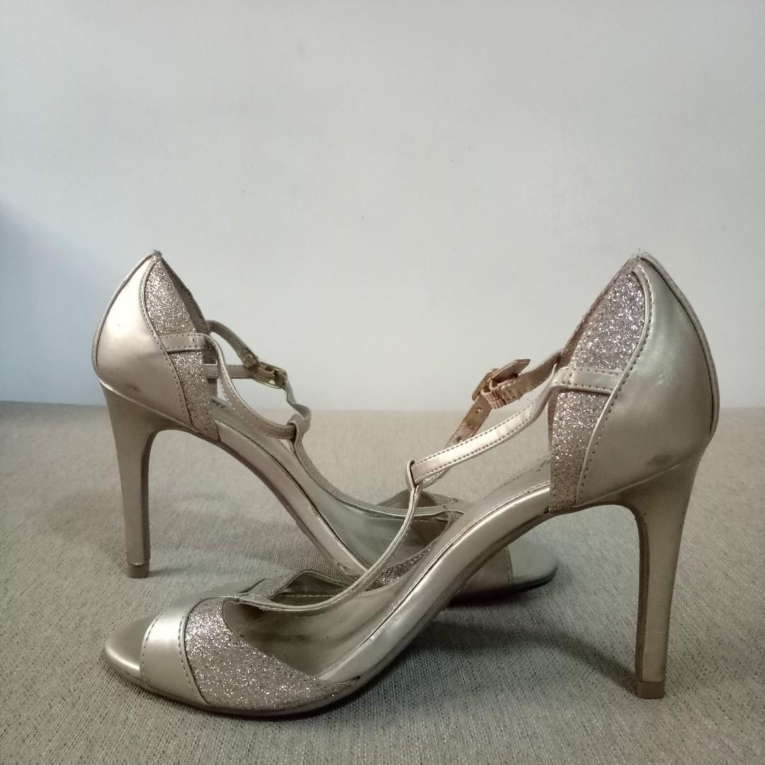 Fioni Night Gold Heels (Size 6)
