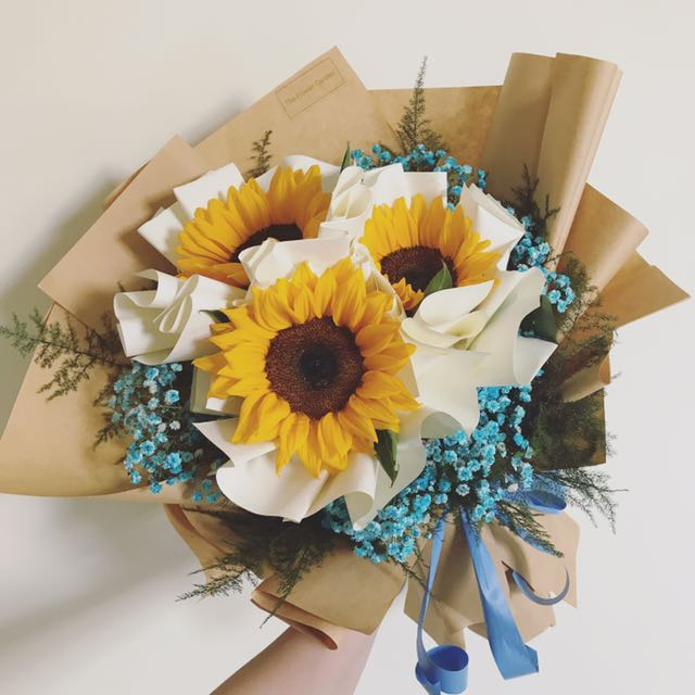 Graduation Flower Bouquet, Gardening on Carousell
