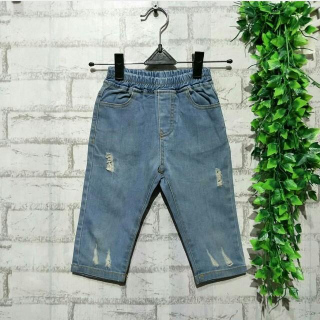 Jeans anak import Korea  4 - 5 tahun LP 32cm Panjang 45cm Pinggang karet 50ribu  Sapa cepat dia dapat😍