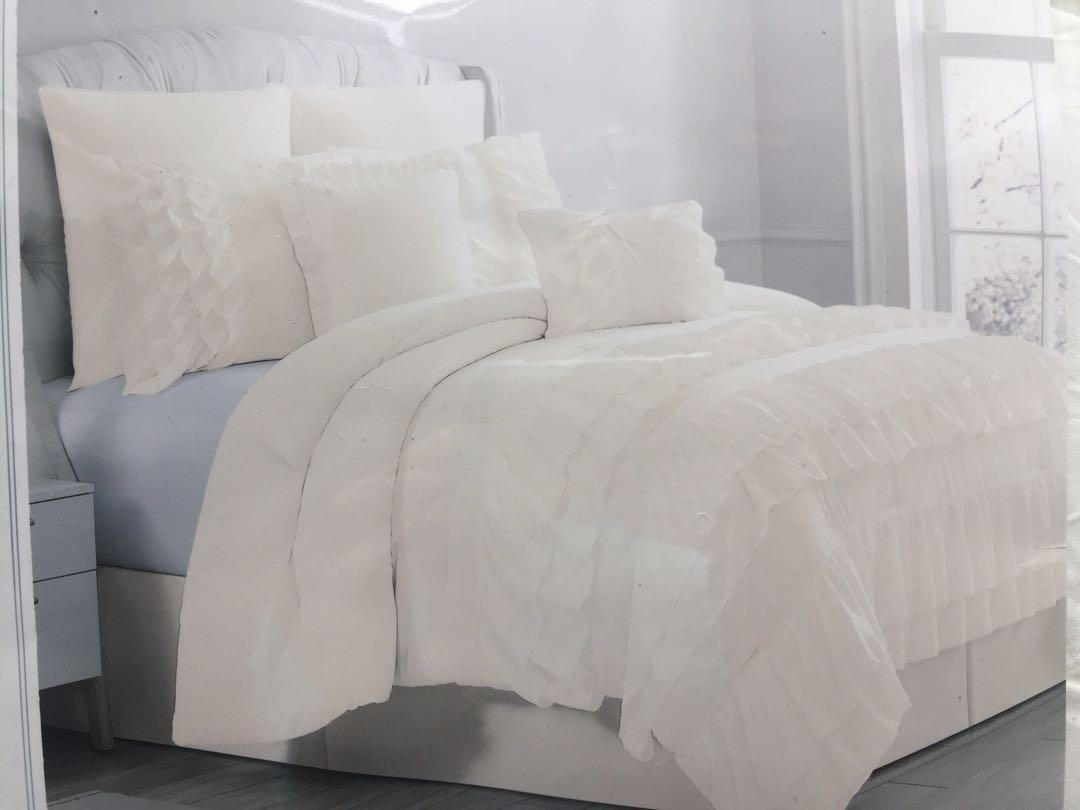 Luxurious Ruffle 8 Pc Queen bedding set