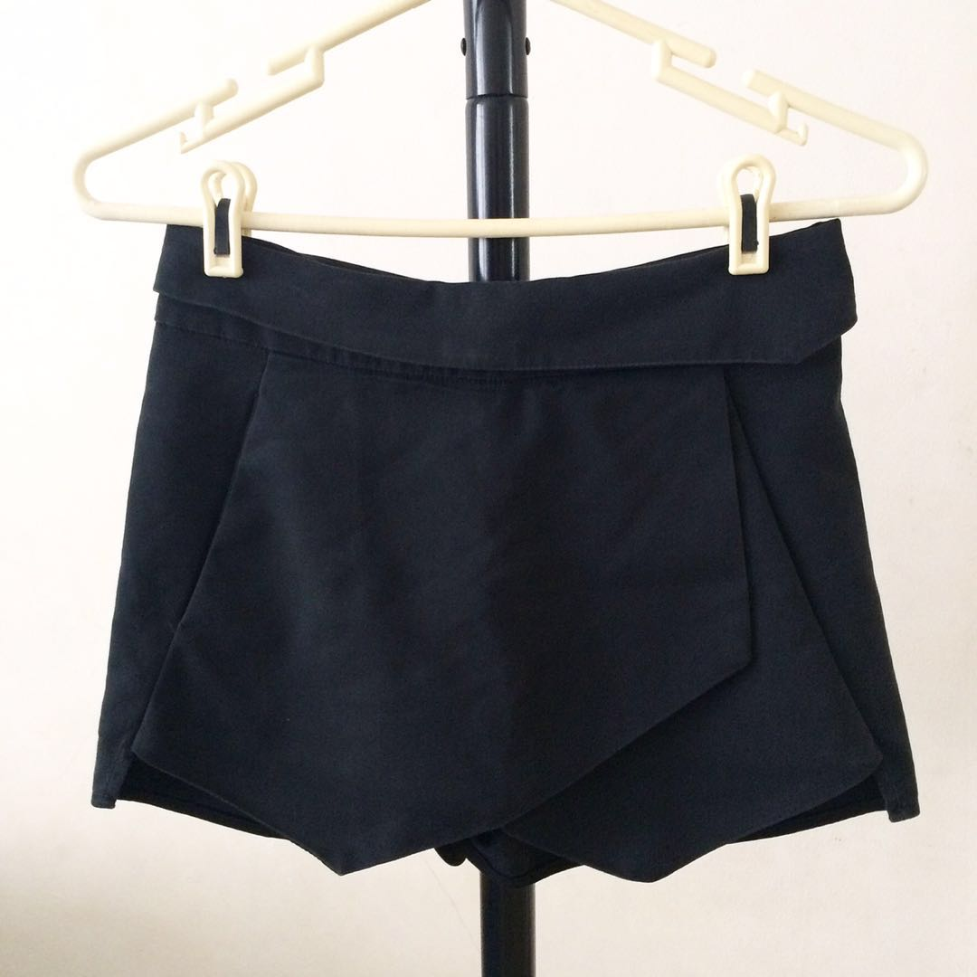MGP Label Black Skort